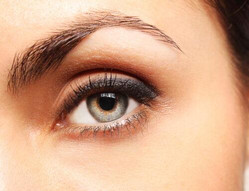 10 ponturi de machiaj pentru ochi mici pe care să le încerci
