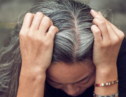Cum îți vopsești părul alb cu frunze de nuc